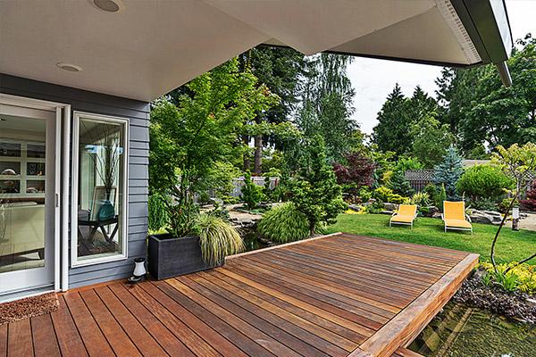 embellir sa terrasse agrandir crer une terrasse avec des dalles clipsables terrasse ides dco. Black Bedroom Furniture Sets. Home Design Ideas